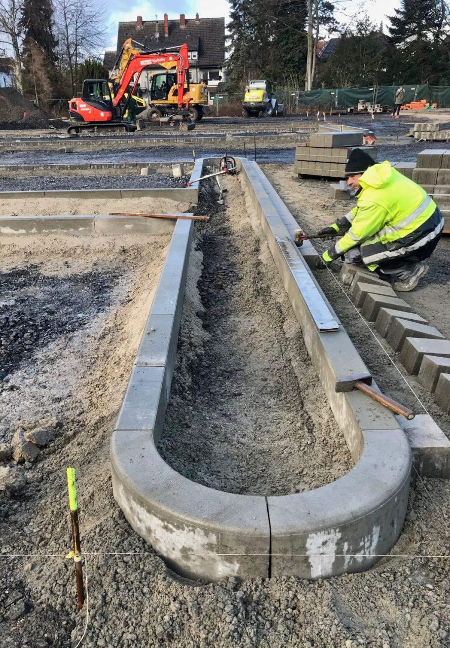 Pflasterarbeiten an der EDEKA-Baustelle